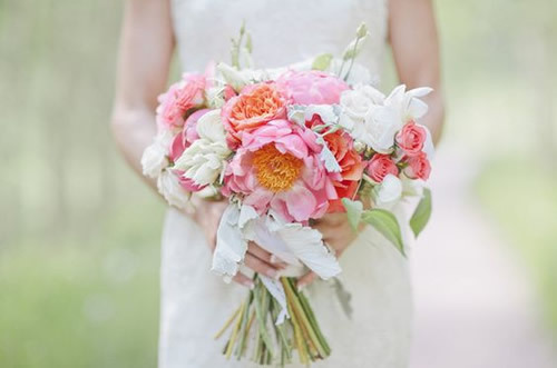 How To Choose Your Wedding Flowers Like A Pro