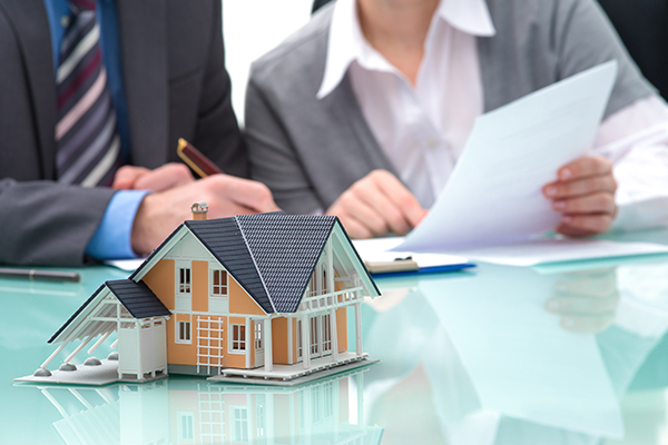 5 Questions to Ask Before Hiring a Real Estate Lawyer
