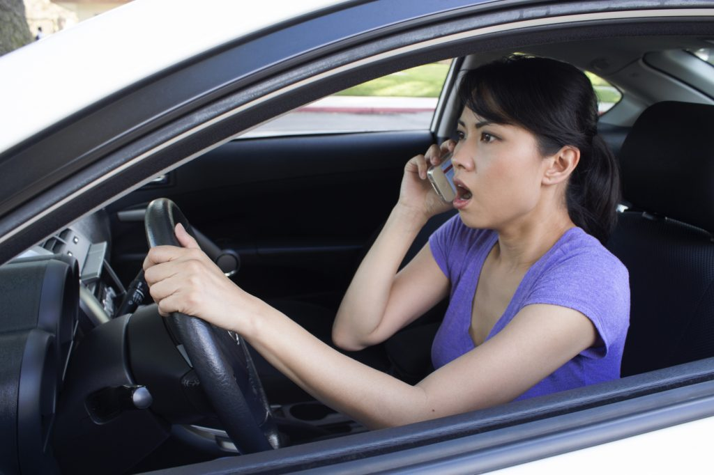 3 Bad Driving Habits That Must Be Avoided