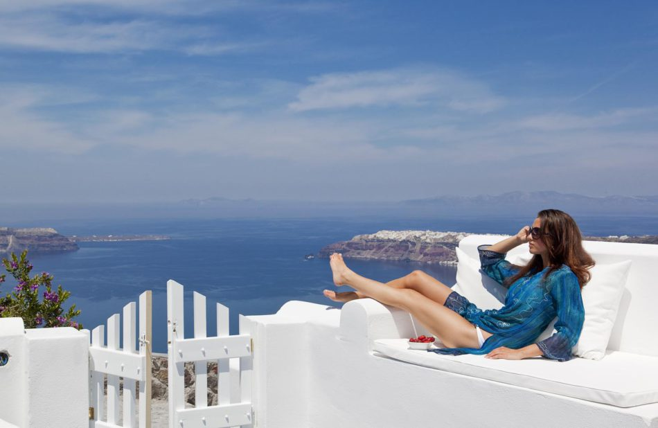 Top Things Women Should Buy For A Low-Cost Vacation