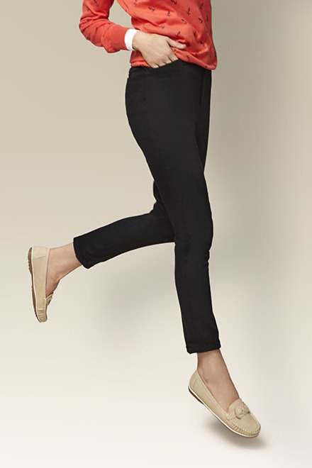 Glam Up With The Women's Bottom Wear Online
